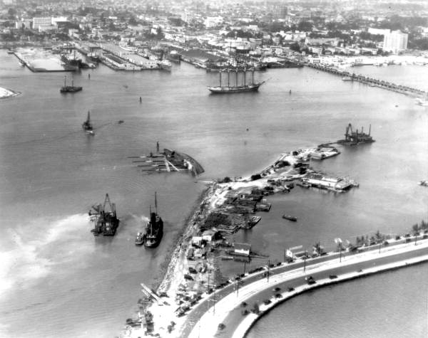 Prinz Valdemar overturned in the Miami shipping channel, Jan. 10, 1926 (State Archives of Florida)