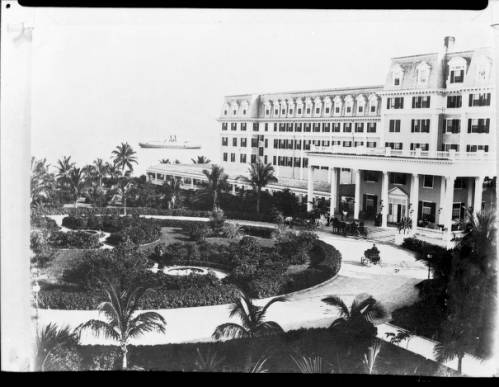 Postcard of early Miami along 13th Street (today's Flagler Street. (Miami-Dade Public Library, Digital Collections)